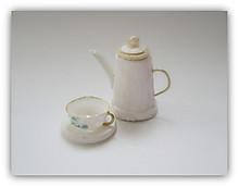 ティーポットとカップ