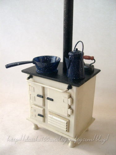 Laurashouse_kitchenstove01