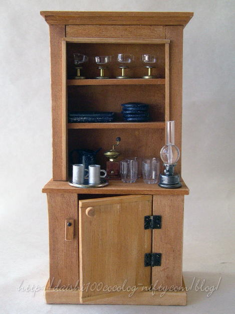 Laurashouse_cupboard01
