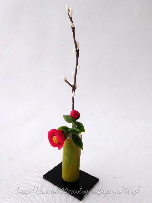 Miniature_camellia_and_pussywillo_2