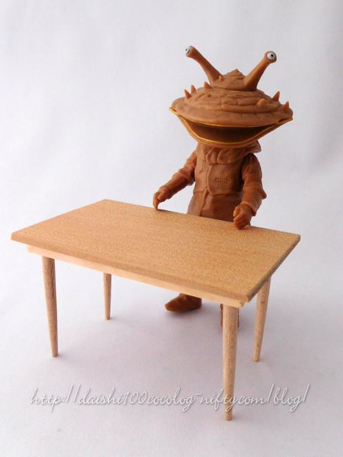 Miniature_dining_table01