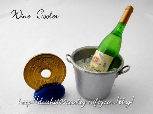 Miniature_wine_and_wine_cooler01