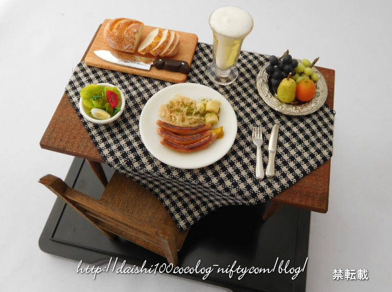Miniature_dining_tabe_and_chair01